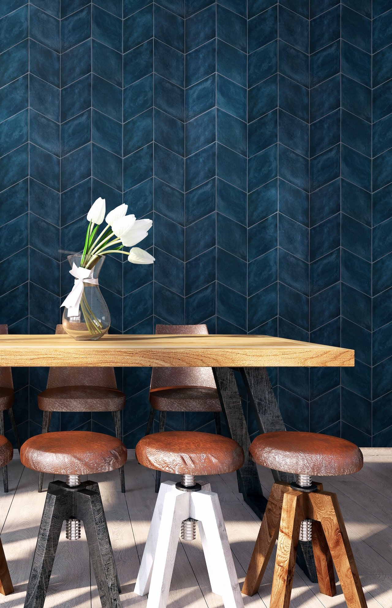 Rombo on walls in cobalt, antiqued and glossy